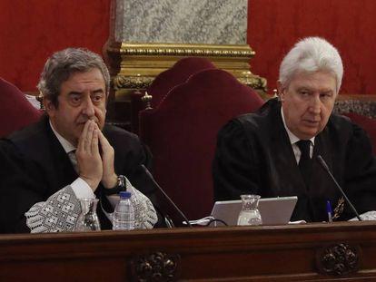 The prosecutors Javier Zaragoza (l) and Fidel Cadena.