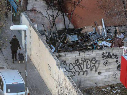 Lot occupied by drug users in Puente de Vallecas.