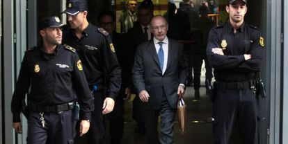 Rodrigo Rato walking out of the High Court in October after answering questions about the Caja Madrid credit cards.
