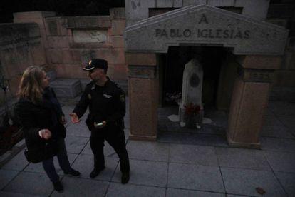 White paint on Pablo Iglesias' crypt.