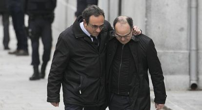 Josep Rull (l) and Jordi Turull outside the Supreme Court.