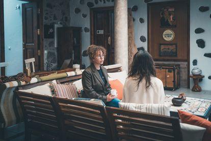 Sonia Amroun (l), a 34-year-old entrepreneur from Paris, in Casa Benahoares.