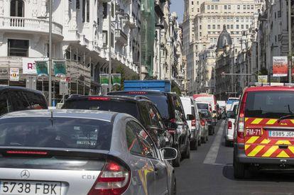 A traffic jam on Gran Vía on Monday.