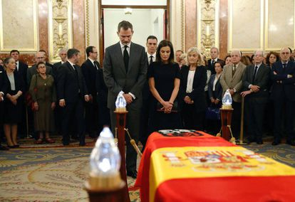 King Felipe VI and Queen Letizia pay their respects.