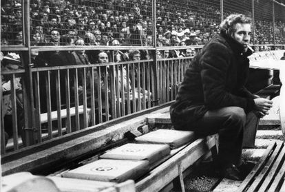 On the Atlético Madrid bench during the 1977-78 season.