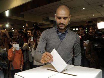 Pep Guardiola votes in the November 9 informal referendum on independence.