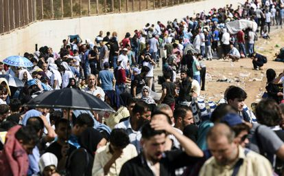 Refugees return to Syria for Eid el-Adha through the Oncupinar access point.