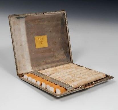 Elvira Clara Bonet is also selling Vivien Leigh's cigarette case.
