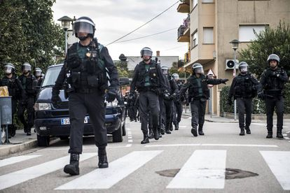 Civil Guard officers during the operation to stop the illegal referendum on October 1.