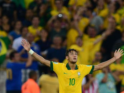 Brazil's forward Neymar celebrates after scoring against Spain during their FIFA Confederations Cup Brazil 2013 final match.