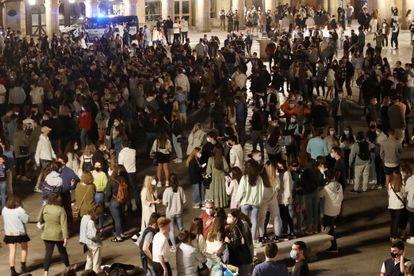 Youngsters gather to drink Plaza Mayor square in Salamanca in the early hours of Sunday morning.