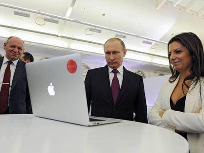 Margarita Simonyan and Vladimir Putin in 2015.