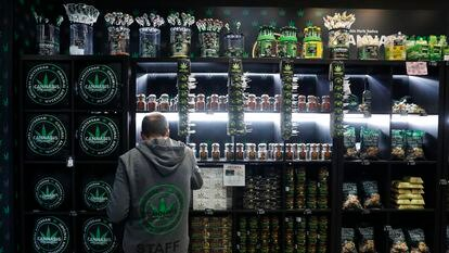 A store selling cannabis-related products in Madrid.