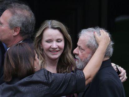 Former Brazil president Lula da Silva with two senators on Wednesday.