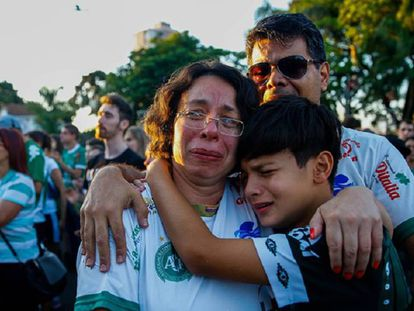 Fans of Chapecoense after the accident in which 71 people died.