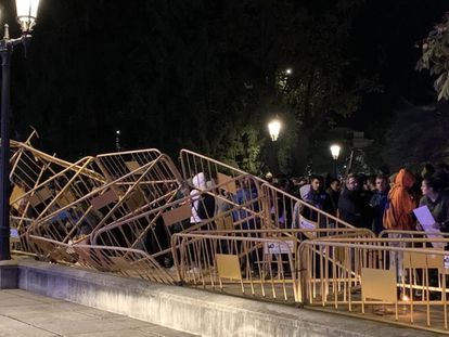 A makeshift barricade in front of the Spanish government delegation in Lleida.