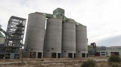 A cement plant that never opened in the town of Andorra (Teruel).