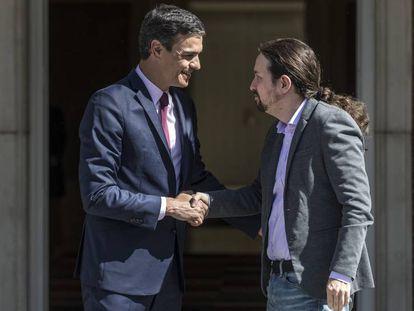 Pedro Sánchez and Pablo Iglesias meet in La Moncloa.