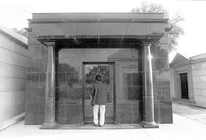 An archive photo of the Trujillo family pantheon at El Pardo cemetery.