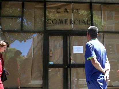 Café Comercial, whose doors are now closed and papered over.