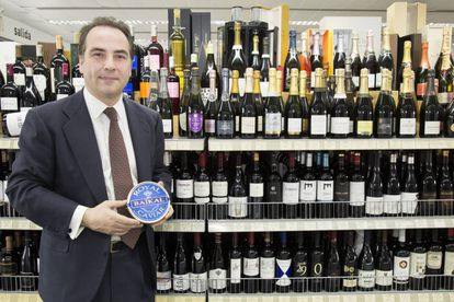 Owner Víctor Fernández shows off his gourmet products.