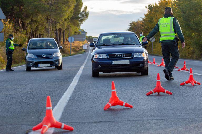 A Civil Guard checkpoint on Friday at the border between Navarre and La Rioja.