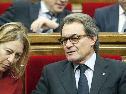 Acting Catalan premier Artur Mas and his deputy, Neus Munté.