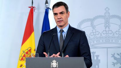 Pedro Sánchez makes his televised statement on Saturday evening.