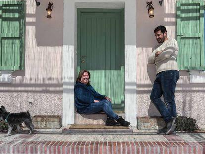 Soledad Montero and Pablo López, members of the Madrid cooperative La Corriente, at the home of Mari Luz Sandino.