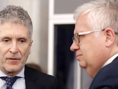 Spanish Interior Minister Fernando Grande-Marlaska (l) with his Portuguese counterpart in Bucharest on Thursday.