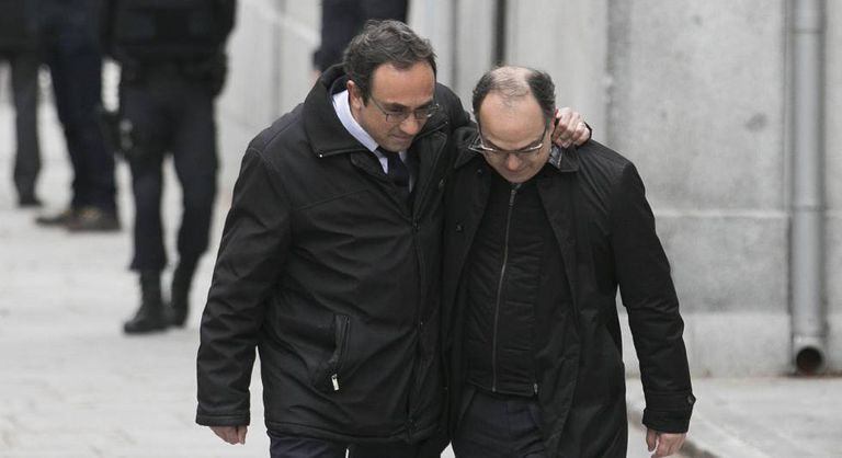 Josep Rull (l) and Jordi Turull outside the Supreme Court.