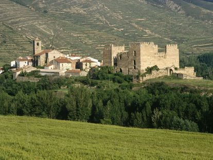 This tiny town of 140 inhabitants in the valley of Cidacos, in Soria's highlands, joins the Association of Spain's Prettiest Villages in 2017. Currently, the association represents 44 towns of fewer than 15,000 residents , but the 13 new candidates that have been admitted to this exclusive rural group push the number up to 57 this year. Dating back to pre-Roman times, Yanguas was a feudal village until the 19th century and besides its cobbled streets and drover traditions, there are architectural delights such as the Romanesque tower of San Miguel, which dates back to 1146 and shows influences from Lombardy, the castle and the 15th-century Gothic church of San Lorenzo.