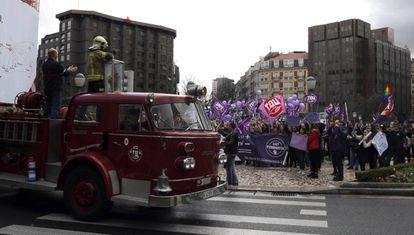 Firefighters observing the scene at a demonstration in Vitoria.