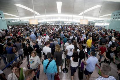 Lines today at El Prat airport in Barcelona.