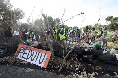 Roadblocks on the AP-7 on Saturday.