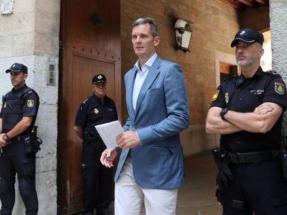 Iñaki Urdangarin leaves court in Palma on Wednesday morning.