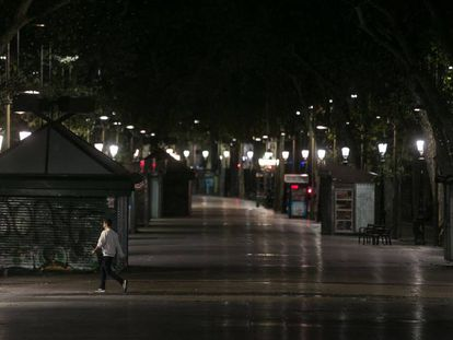 Barcelona's popular La Rambla street at 11pm, an hour after the curfew began.