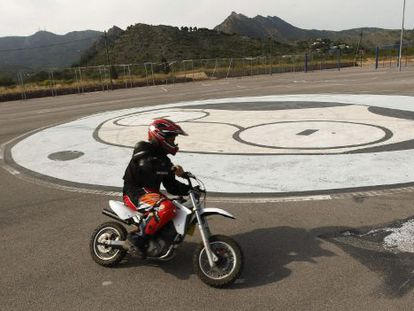 A motorcyclist runs rings around the FIB logo, at the festival site in Castellón. Work has not yet begun to set up this year's edition.