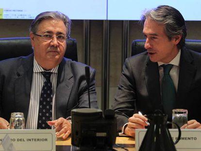Interior Minister Juan Ignacio Zoido and Public Works Minister Íñigo de la Serna on Monday.