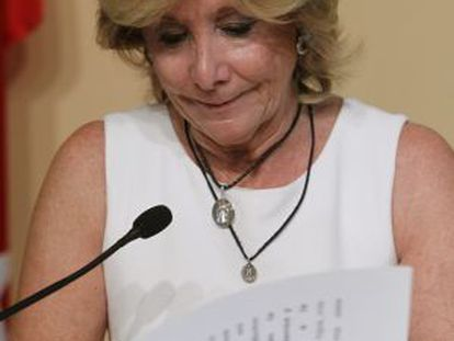 Esperanza Aguirre holding back her emotions at today's news conference.