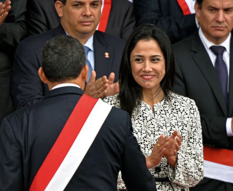 Nadine Heredia applauds her husband, President Ollanta Humala.