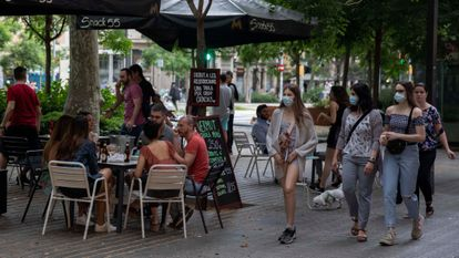 A street café in Barcelona, which is currently in Phase 1 of the deescalation plan.