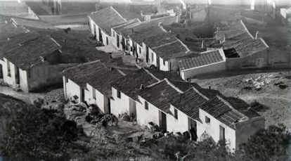 Homes in the Alicante neighborhood of  Las Provincias in a photo from the city's municipal archive.