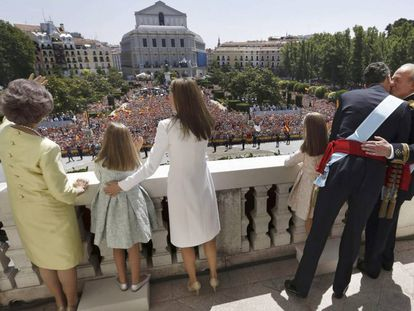 The king and his family on the balcony of the Oriente Palace in Madrid, on June 19, 2014, the day of his proclamation.