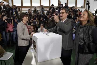 Catalan premier Artur Mas casts his vote on independence for the region on Sunday.