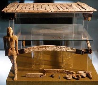Ivory chest found in the Cabezo de la Joya, Huelva.