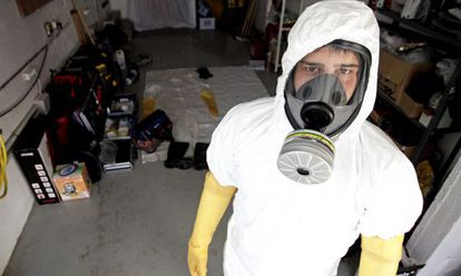 An employee from DEP Limpiezas Traumáticas. The company's protective masks are second only to those used at radioactive leak sites.
