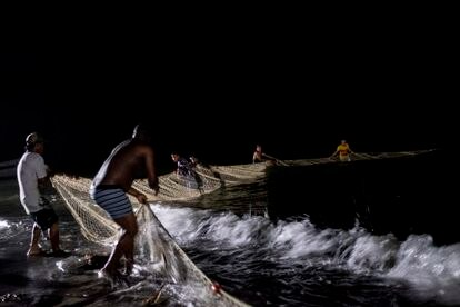 Colombian fishermen help provide food for the migrants.
