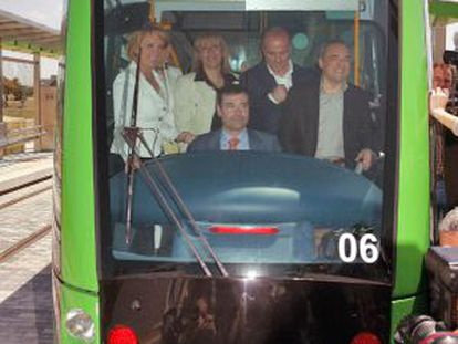 Tomás Gómez at the helm of a Parla tram during the line's inauguration in May 2007.