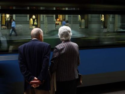 An elderly couple pictured on the streets of Madrid.